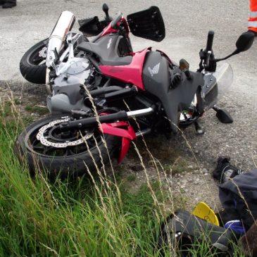 Verkehrsunfall – Motorrad bei Kreuz